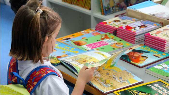 Un colegio de Barcelona censura 'La Caperucita Roja' y otros 200 cuentos infantiles