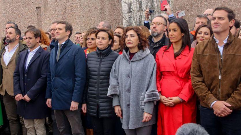 Otra encuesta muestra al PSOE muy fuerte y el bloque de derechas sin mayoría absoluta