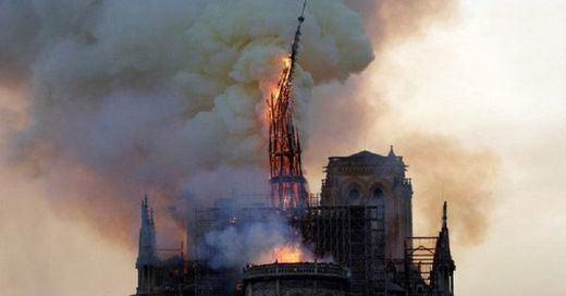 Desastre histórico en París: arde la catedral de Notre Dame pero se espera evitar su destrucción total
