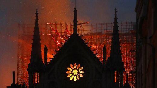 Macron asegura que se reconstruirá Notre Dame en 5 años y los expertos dudan de esos plazos