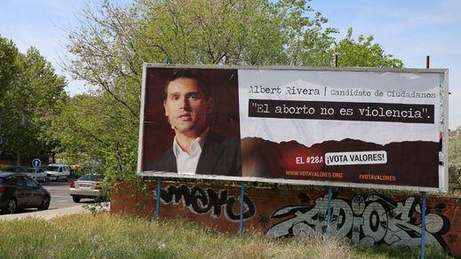 'Hazte Oír' hace una campaña incluso contra PP y Ciudadanos por apoyar el aborto, las leyes LGTBI...