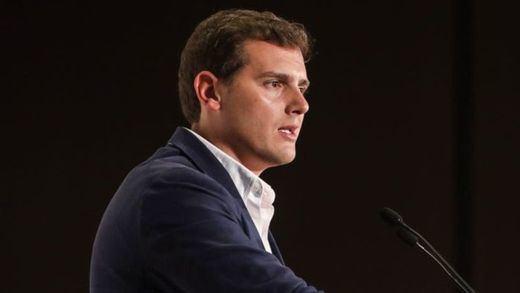 Rivera se empeña en contar con Vox y descartar cualquier pacto con el PSOE