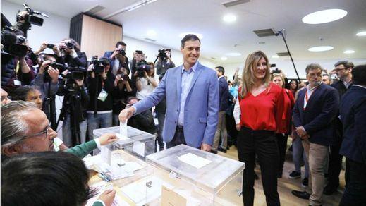 Sánchez, el primer candidato en votar, pide a los ciudadanos