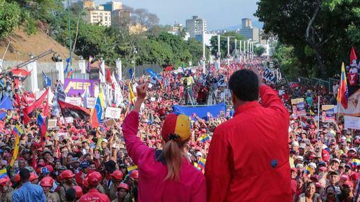 Maduro asegura tener controlado el golpe y pide al Ejército