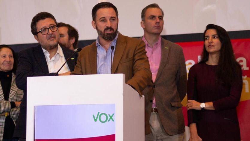 Vox estalla contra Casado por llamarles 'extrema derecha' y amenaza con retirar su apoyo en Andalucía