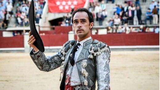Goyesca del 2 de mayo en Las Ventas: Escribano hace lo más torero y Espada corta una oreja facilonga