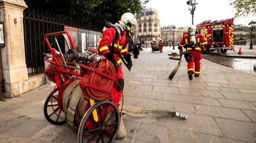 6 bomberos de París, de héroes a sospechosos de una violación en grupo