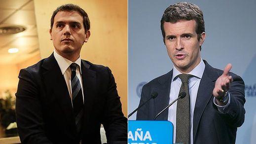 El intercambio de 'chistes' entre Rivera y Casado a costa de las reuniones con Sánchez