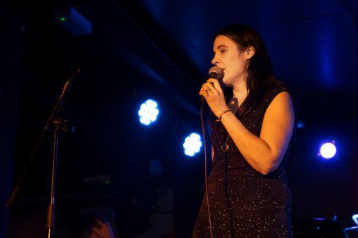 Loly Ayuma nos regala su 'Noche llena' del mejor jazz y mucho más en el Bogui (vídeo)