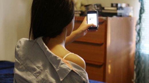 Sigue creciendo el peligro de los selfies: llega el 'selfie sexual'