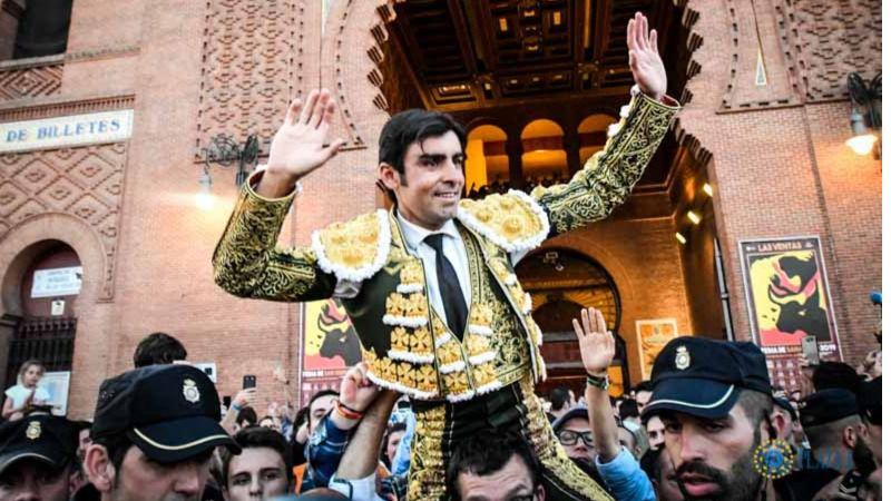 Salida a hombros por la Puerta Grande de Miguel Ángel Perera