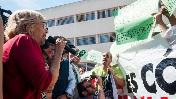El escrache de activistas antidesahucios a Manuela Carmena