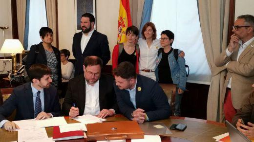 Los presos catalanes firman sus actas de diputados en el Congreso y se saltan las prohibiciones del Supremo