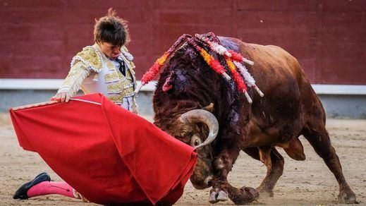 San Isidro: grave percance y oreja para Juan Leal en noble corrida de Pedraza desaprovechada