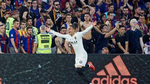 El Valencia le roba otro título a un Barça que iba a ganarlo todo (1-2)