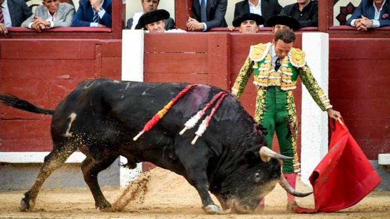 Uno de los naturales desmayados de Ferrera a su segundo toro.