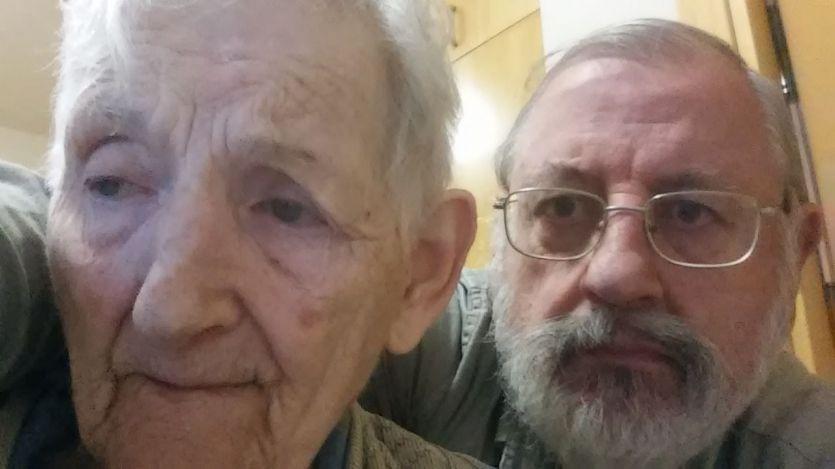 Marcelino Laruelo y su madre enferma de Alzheimer