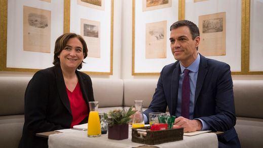 Colau copia a Sánchez la estrategia: se postula para gobernar antes de atar los pactos