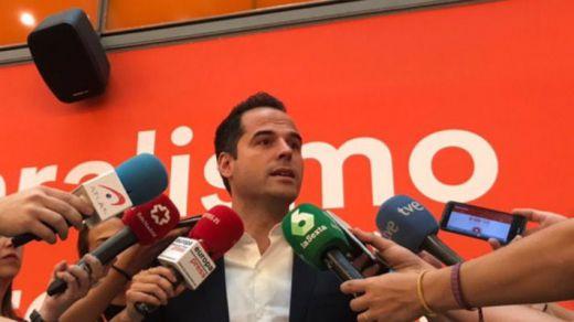 Ciudadanos, obligado a retratarse con Vox si quiere presidir la Asamblea de Madrid