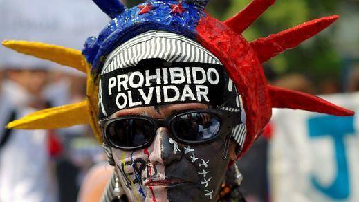 Perú frena la entrada de refugiados venezolanos exigiendo desde ahora visado y pasaporte