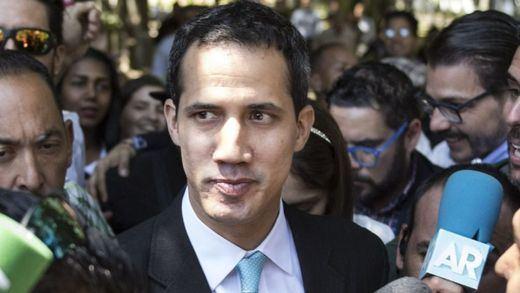 Guaidó investigará fondos malversados que recibió para ayudar a militares desertores