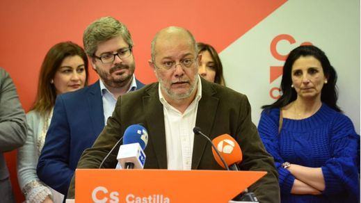 El líder de Ciudadanos en Castilla y León también se rebela: pide la abstención para investir a Pedro Sánchez