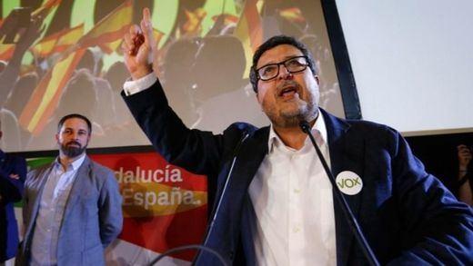 Vox comienza a irritarse con su 'juez' Francisco Serrano, que pide un mes de baja... como mínimo