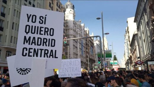 Almeida se estrena como alcalde con una multitudinaria manifestación por Madrid Central