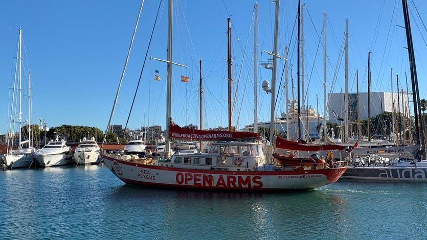 El 'Open Arms' rescata a 40 personas y pone rumbo a Lampedusa
