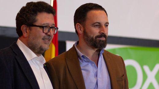 Serrano tendría ya un pie fuera de Vox, pese a que Abascal se resiste a reprenderle en público por defender a 'La Manada'