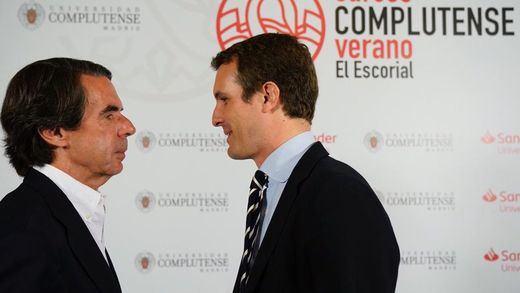 Aznar defiende el 'no es no' a Sánchez y echa flores a Casado, la