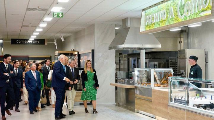 Juan Roig y Hortensia Herrero, presidente y vicepresidenta de Mercadona junto con los restantes miembros del Consejo de Administración y distintas autoridades portuguesas visitan las instalaciones del primer supermercado de la compañía en Portugal