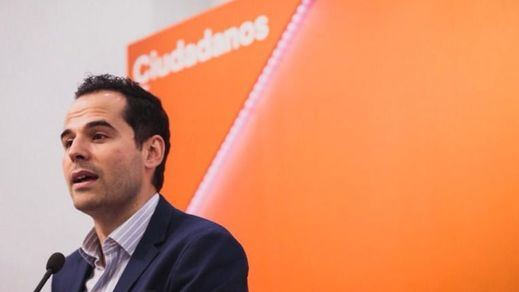 Ciudadanos dice 'no' a Vox en Madrid y pide tiempo para negociar con el PP de Ayuso