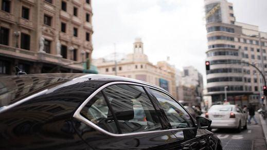 Madrid supera ya las 8.000 licencias de VTC y el sector del taxi exige una solución urgente