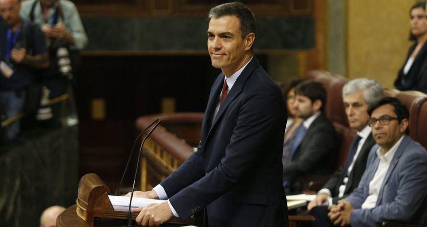 Sánchez realiza un discurso de investidura lleno de políticas sociales pero Podemos guarda silencio y no aplaude sus propuestas