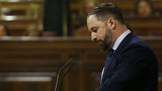 Abascal se estrena cargando contra las minorías y Sánchez advierte de los discursos involucionistas