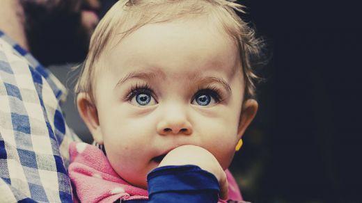 Razones por las que los bebés no deberían ver jamás la tele
