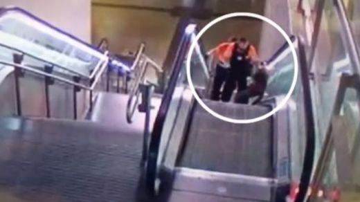 La brutal paliza de 2 guardias de seguridad a un hombre negro en Madrid