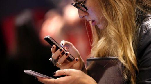 El nuevo fenómeno viral: escribirte con tu 'vecino de número' de móvil