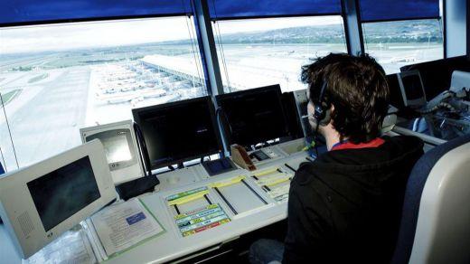 Así es la 'nómina' de un controlador aéreo: les detallamos sus ganancias