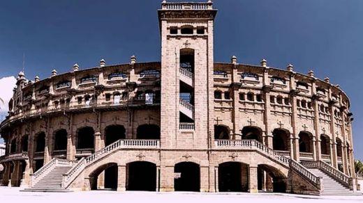Los toros regresaron a la plaza de Palma al son de 'Cara al sol'