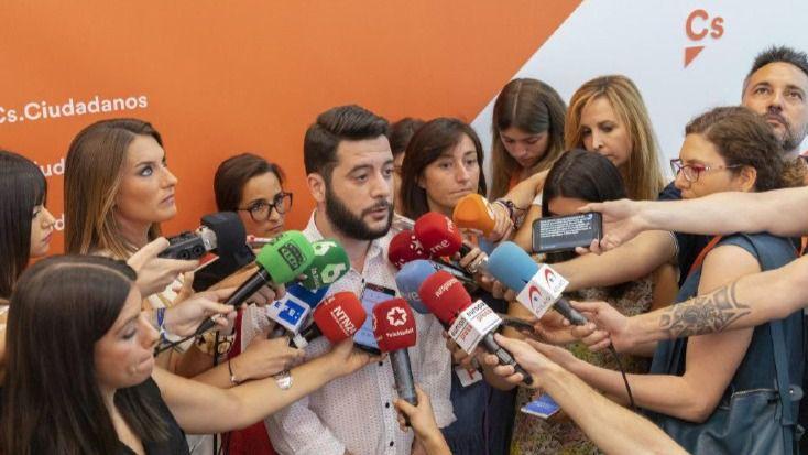 Ciudadanos critica que 'Sánchez se ha ido de vacaciones y ha dejado el gobierno del país empantanado'