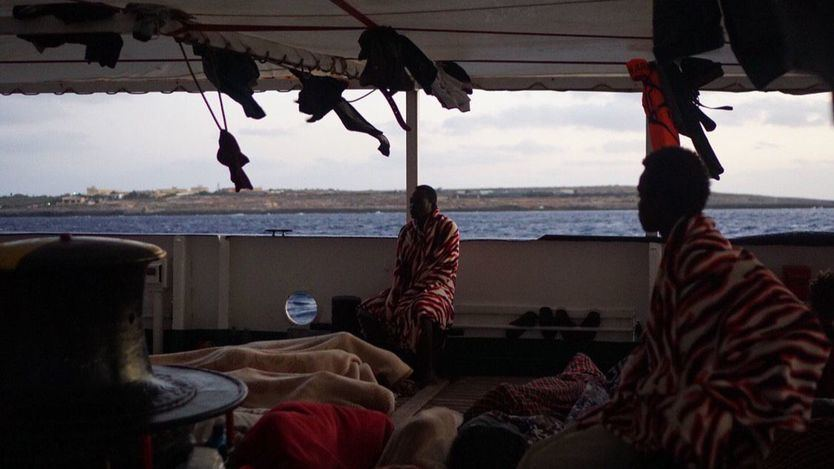 El 'Open Arms' espera en aguas italianas la asignación de un un puerto seguro