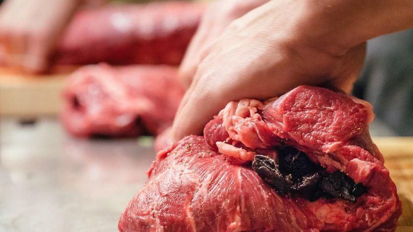 Brote de listeriosis: el foco pudo comenzar en los mechadores de la fábrica de carne