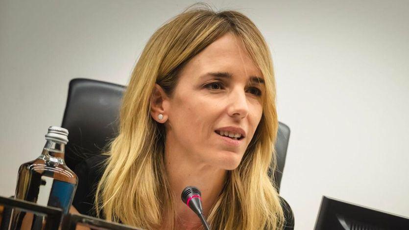Cayetana Álvarez de Toledo la lía al creerse un bulo de Forocoches sobre seguridad en Barcelona