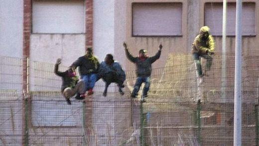 El Gobierno socialista quiere cumplir su compromiso de retirar las concertinas de Ceuta y Melilla... si sigue en el poder