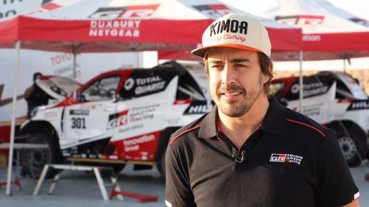Fernando Alonso ya prueba su Toyota para su debut en el Dakar