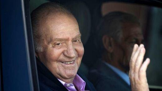 El rey Juan Carlos abandona el hospital una semana después de su operación