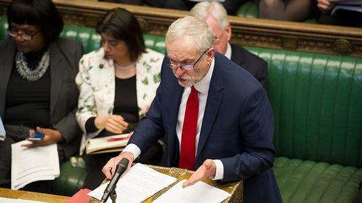 El Parlamento británico rechaza el Brexit sin acuerdo y el adelanto electoral