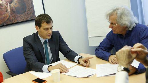 Javier Nart se da de baja de Ciudadanos, pero a medias